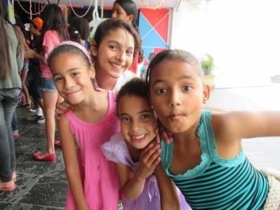 meninas festa (800x600)